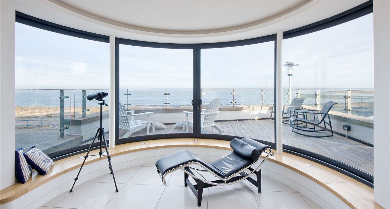 Curved Panoramic Window