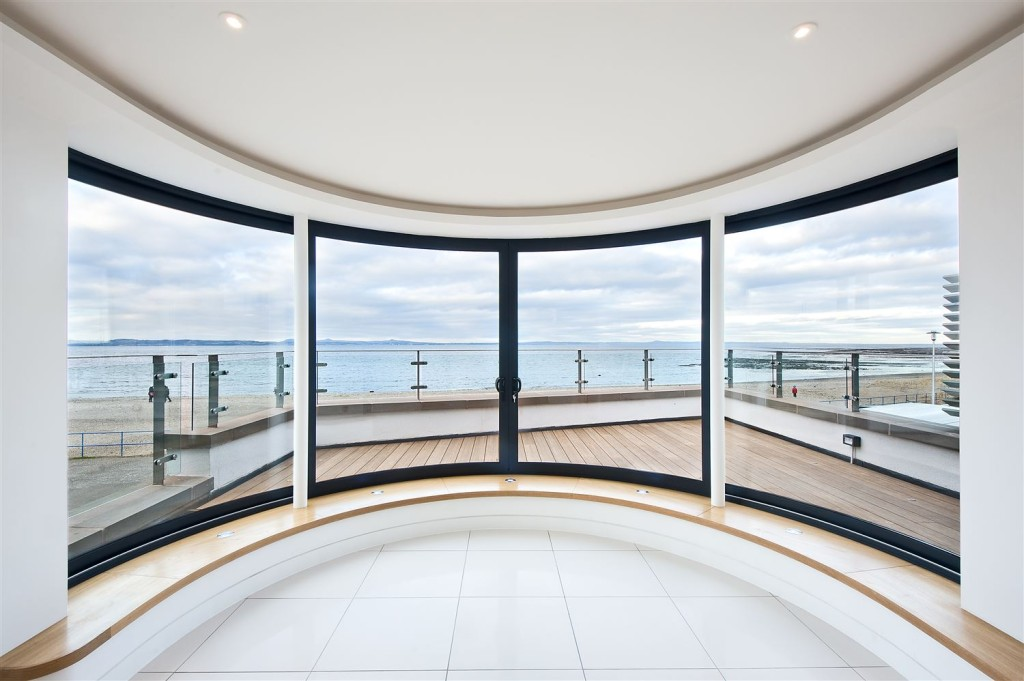 promenade-house-view-through-doors