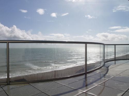 Curved glass balustrade