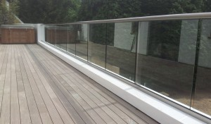 1.5kn glass balustrade
