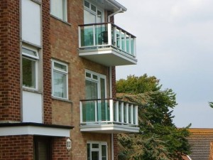non compliant glass balustrade