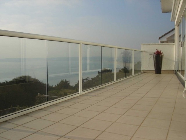 white aluminium balustrade