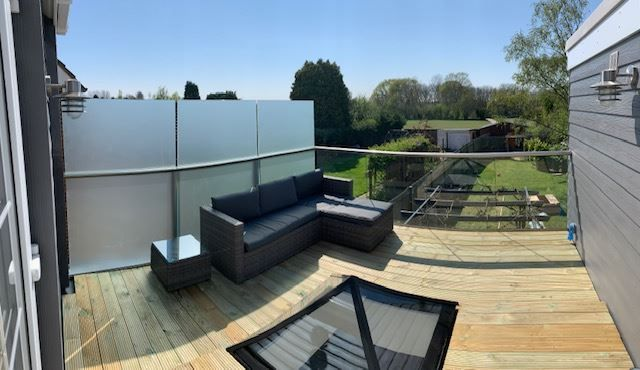 Balcony Privacy Screen and Glass Balustrade in Kent
