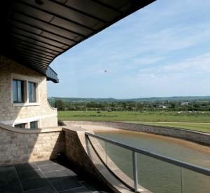 glass-balcony-swinhay