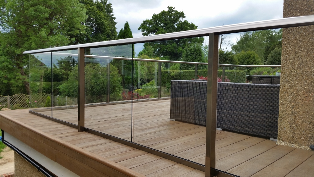 Glass balustrade decking composite decking glass for Glass balcony railing